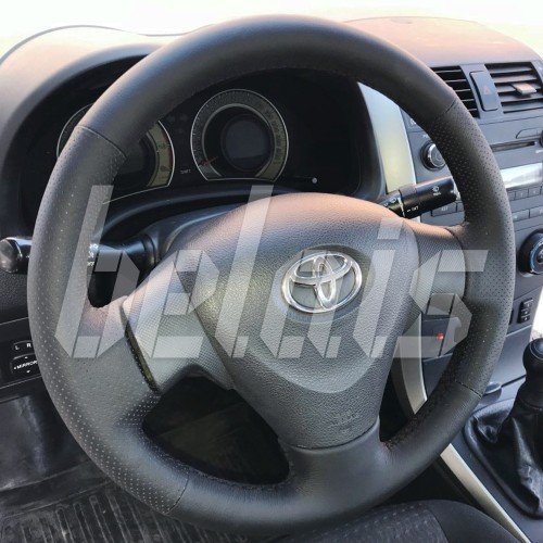Оплетка на руль из натуральной кожи Toyota Matrix II (E140) 2008-2014 г. в. (черная)